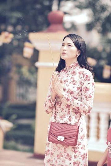 Cách sắm lễ vật, hành lễ, khấn bái khi đi chùa